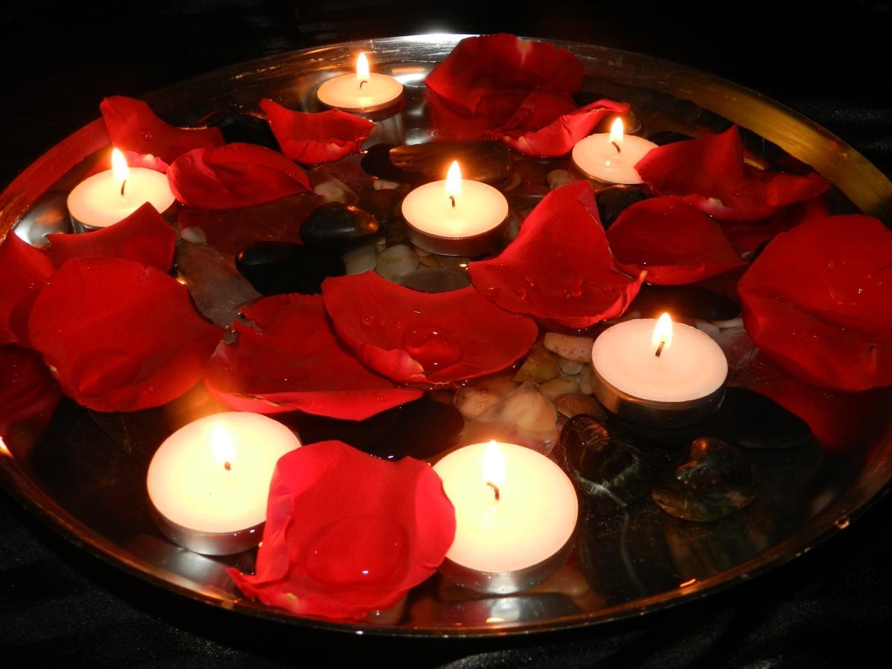 прячет картинки с свечами сердечками ужин для двоих ставить фото актёров
